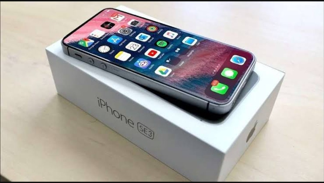 Expected Look Of iphone SE 2022